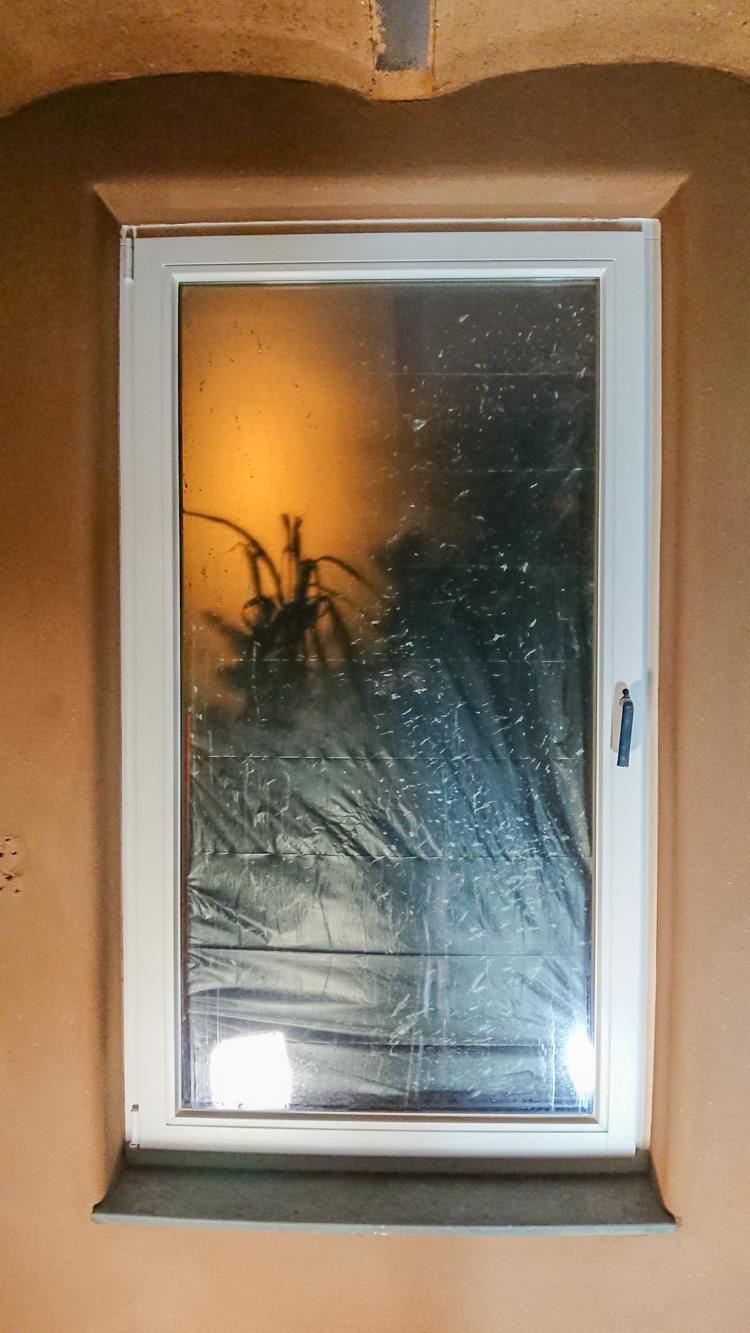 Fenster mit abgerundeten Laibungen