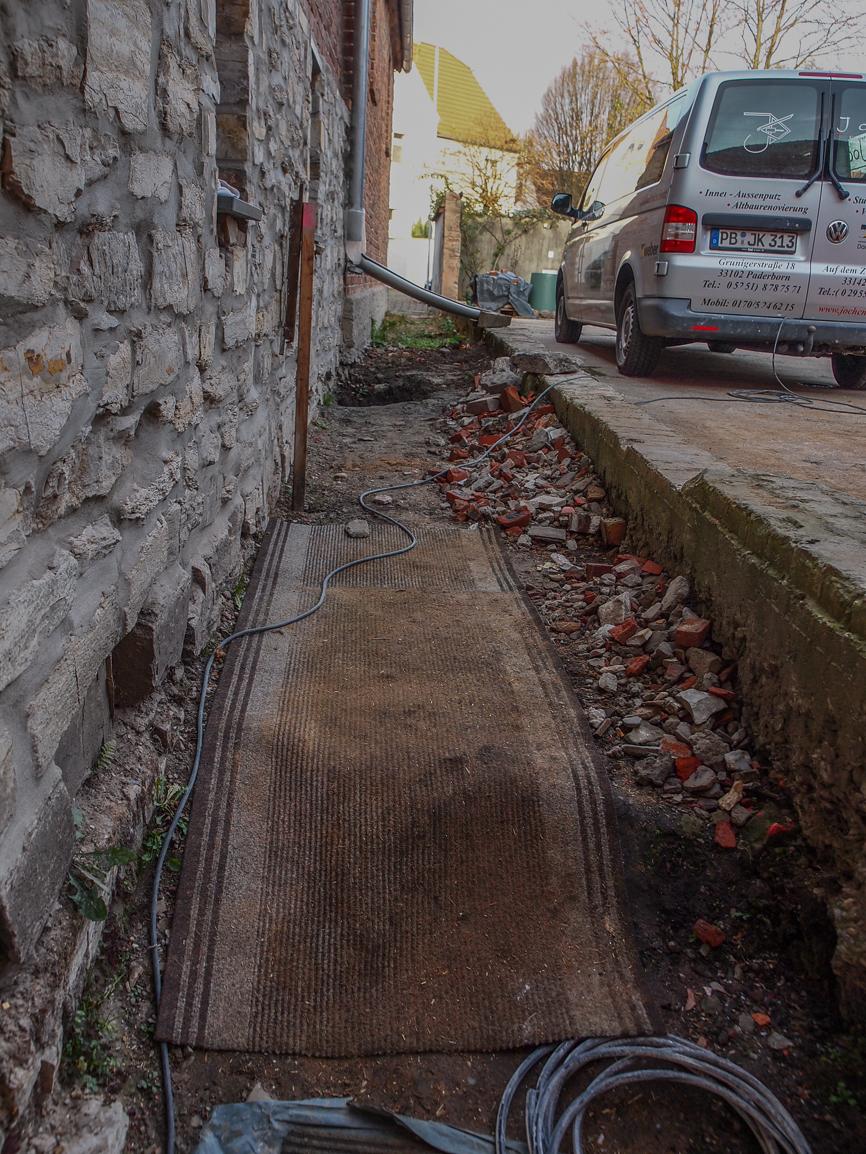 In 11/2018 war schon ein Teil für die Erneuerung der Fundamente von Haus 3 ausgehoben