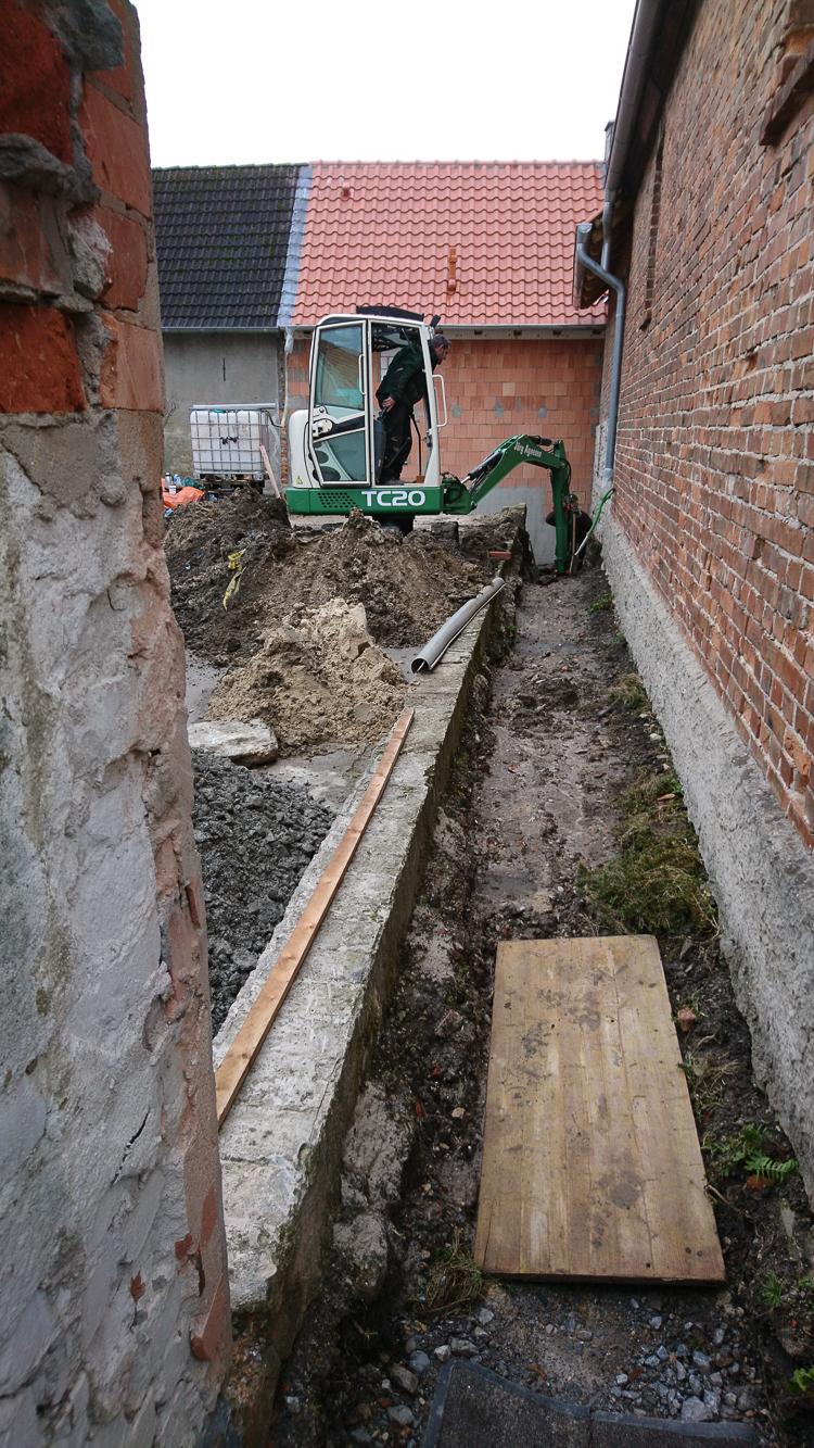Im Dezember 2018 wurden dann die Rohrleitungen für Ab- und Regenwasser verlegt