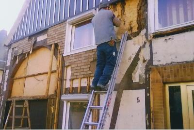 Entfernen der Bitumenverkleidung Haus 1 (2010)